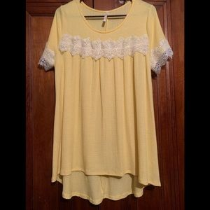 Yellow top with lace sleeves